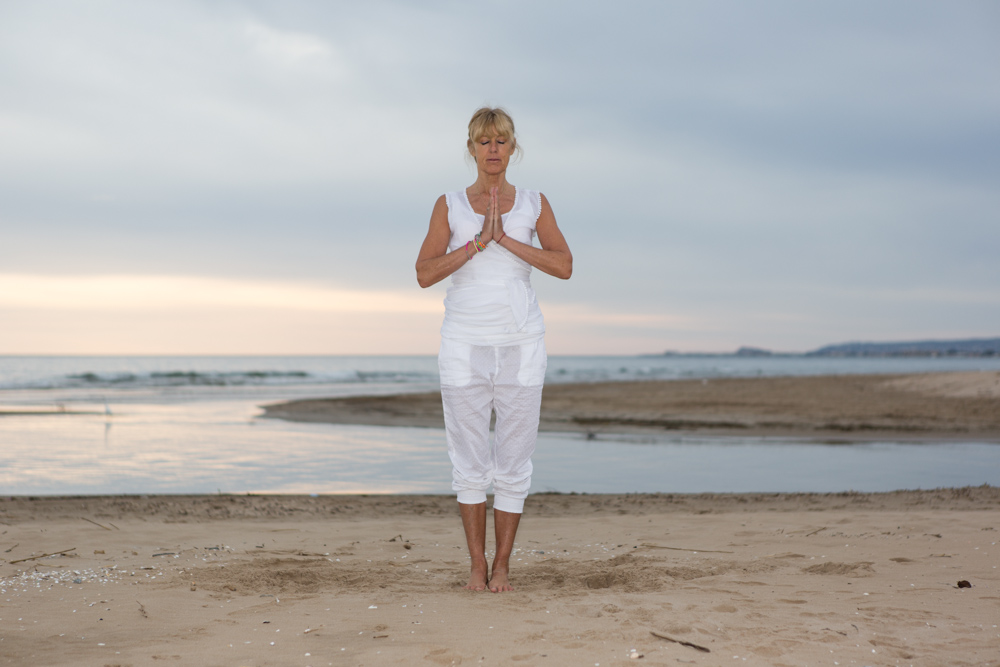Zonnegroet pose door Patty | Dolfijn Wellness